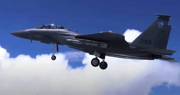 По какой причине США закупают крупную партию истребителей F-15: версии