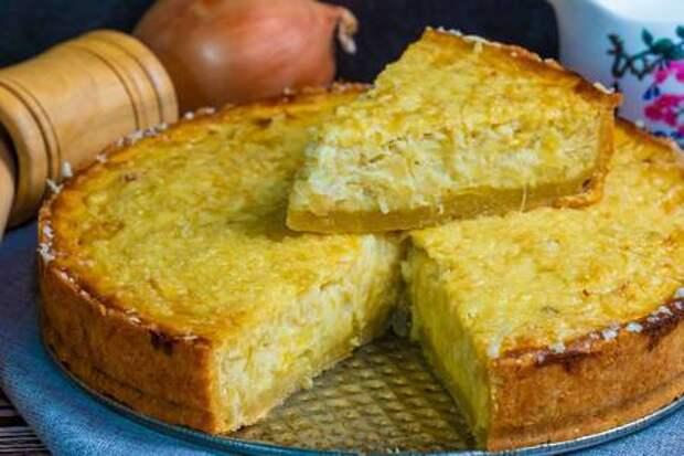 Луковый пирог с куриными яйцами и сыром в духовке: фото шаг 9