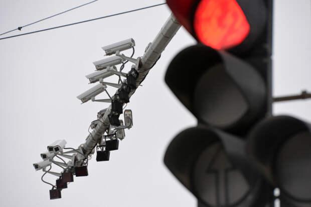 Дорожные камеры фиксации превышения скорости.