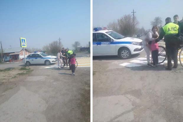 В НСО машина ДПС сбила боковым зеркалом велосипедистку с ребенком — как себя чувствуют мать с дочкой
