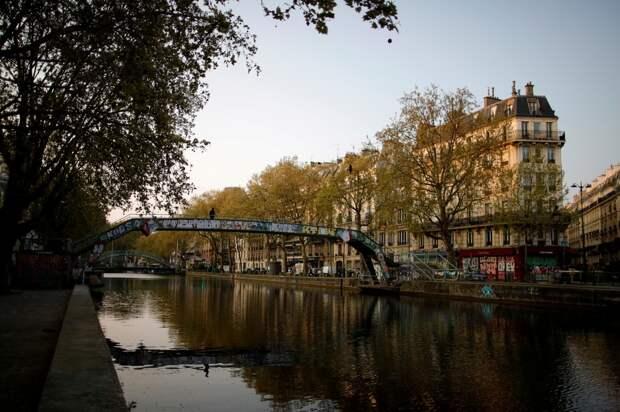 """""""Единственный плюс – вид из окна"""": В Париже продают квартиру площадью 5 квадратных метров"""