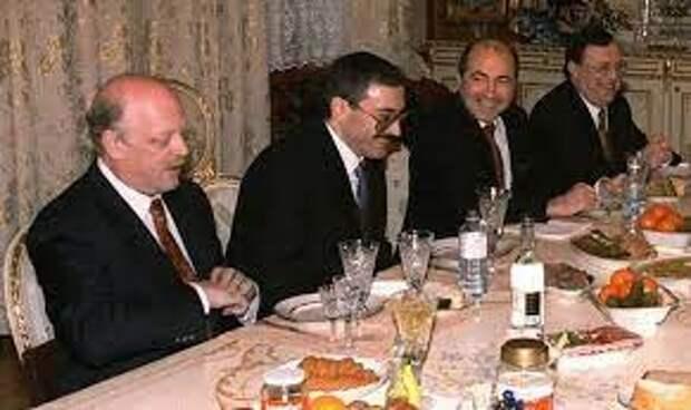 «Семибанкирщина» поддерживала расширение НАТО