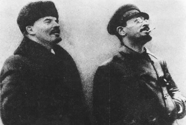 Владимир Ленин (слева) и Яков Свердлов (справа)