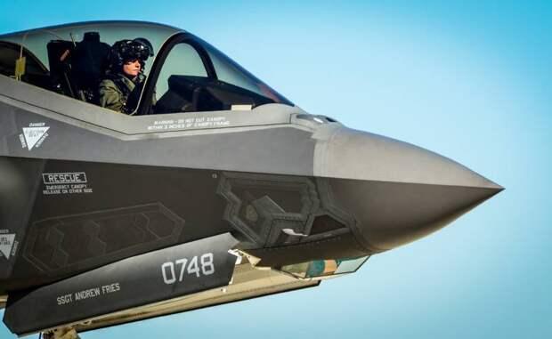 Реальность ВВС США: нелетающие самолеты и сорванные поставки