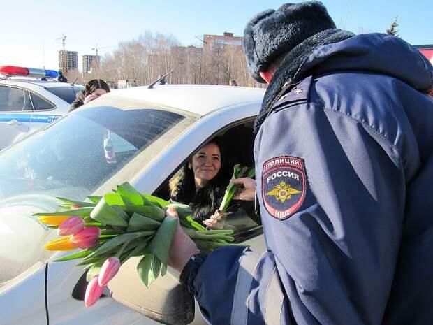 Автолюбительниц в Ижевске поздравили с Международным женским днем