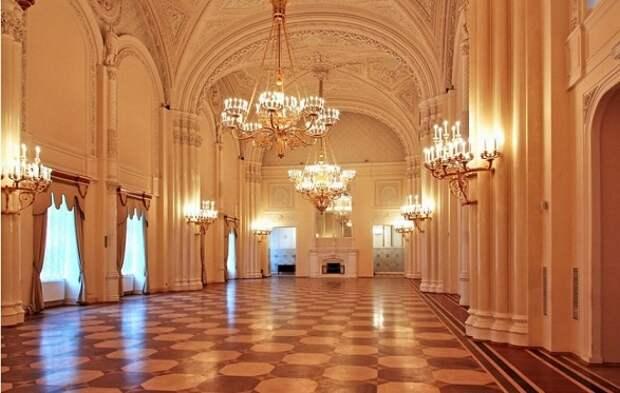мраморный зал в Питере