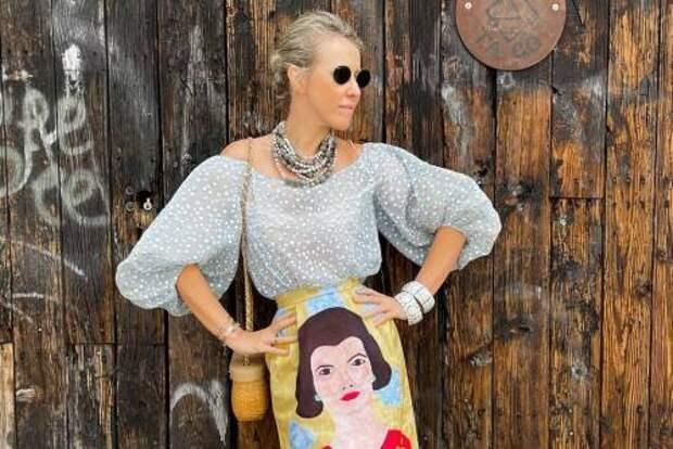 Рукава буфы + юбка с необычным принтом: Ксения Собчак поделилась идеей яркого летнего образа