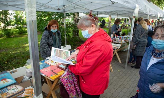 Без справки книгу некупить: организаторы фестиваля «Белый июнь» ужесточили правила посещения Петровского парка