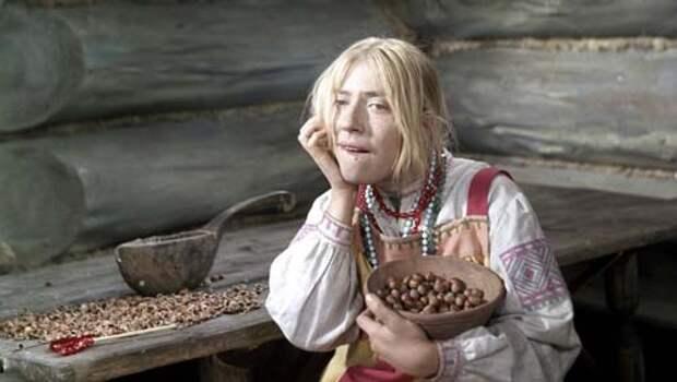 Инна Чурикова в роли Марфушеньки. Кадр из фильма «Морозко»