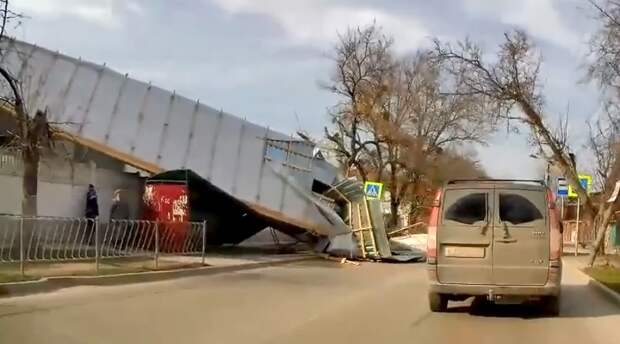 В Симферополе сорвало крышу — только чудо избавило от трагедии