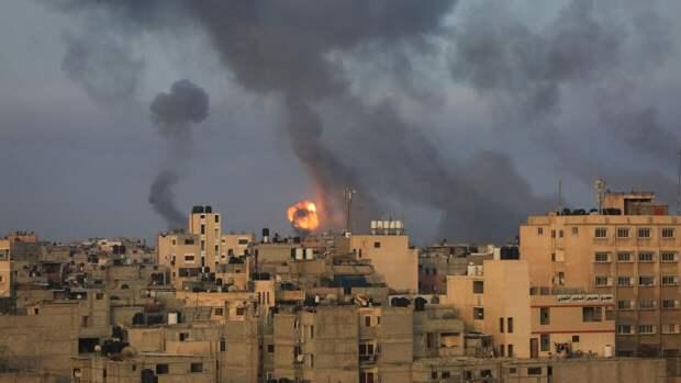 Кадры уничтожения здания с офисами мировых СМИ в Газе после удара Израиля появились в Сети
