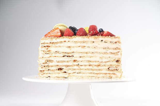 """Идеальный """"Наполеон"""" и еще 30 десертов по рецептам Юлии Высоцкой теперь можно заказать домой"""