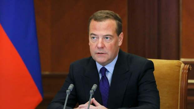 Медведев дал совет США в налаживании диалога с Россией