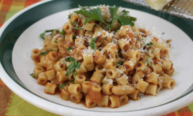 Изменяем вкус надоевших макарон за 5 минут: добавили чеснок, яйца и фасоль