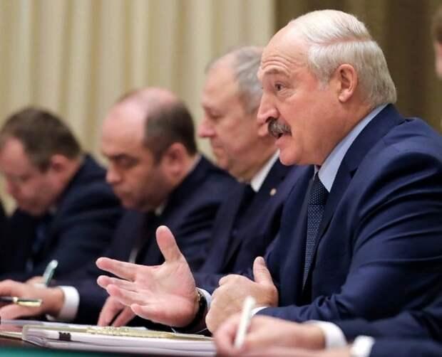 Вслед за Россией, снявшей уже почти все ограничения, о победе над эпидемией заявил Лукашенко