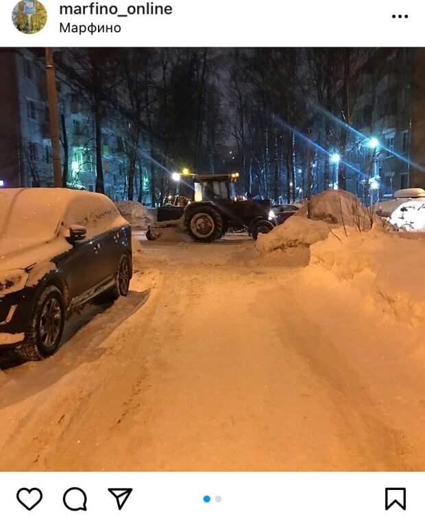 Фото дня: в Марфине коммунальщики ликвидируют последствия снегопада
