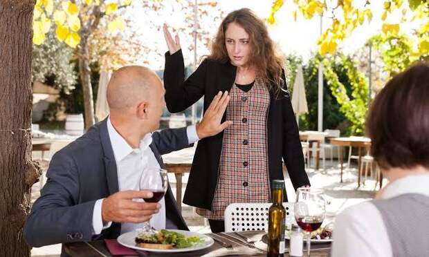 Застукали на горячем: обзор ресторанного критика разоблачил неверного супруга