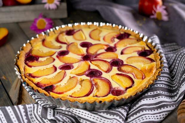 Открытый фруктовый пирог