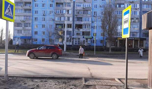 Выбежавшая надорогу школьница попала под колеса машины вВолгодонске