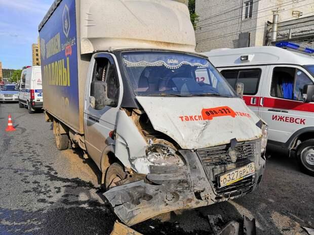 Молодой человек погиб в результате ДТП на улице Промышленной в Ижевске