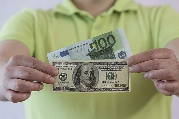 Аналитики прогнозируют укрепление курса доллара против рубля