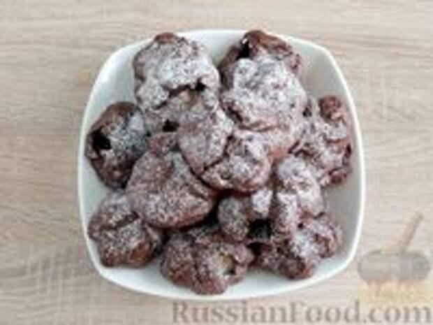 """Фото приготовления рецепта: Шоколадные профитроли с кремом """"Шарлотт"""" - шаг №28"""