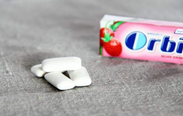 Жуйте жвачку во время нарезания лука, чтобы не плакать / Фото: secure.diary.ru