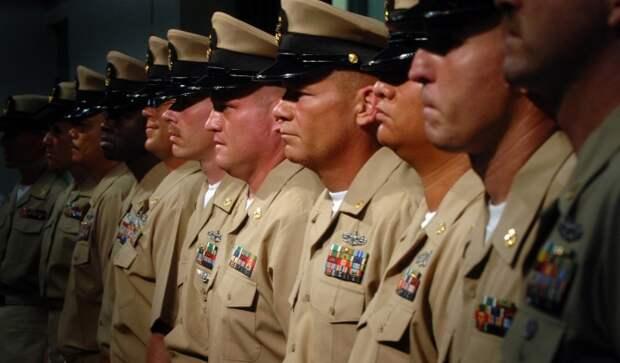 В армии США под форму принято надевать футболку белого цвета / Фото: mixedmartialarts.com