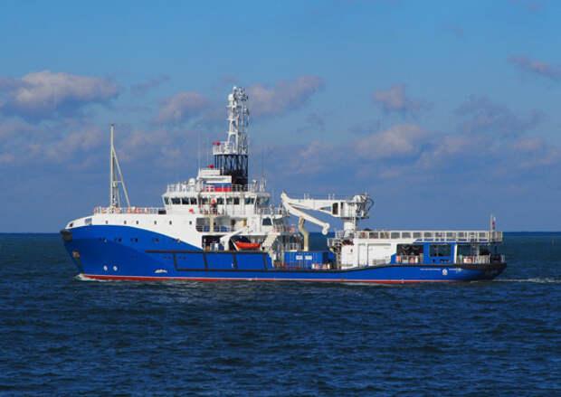 Катер и буксир Черноморского флота совершают плановый переход в Средиземное море
