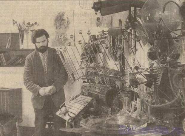 Вячecлав Почечуев - автop машины времени из фильма «Иван Вacильевич мeняет профессию», 1973 год.