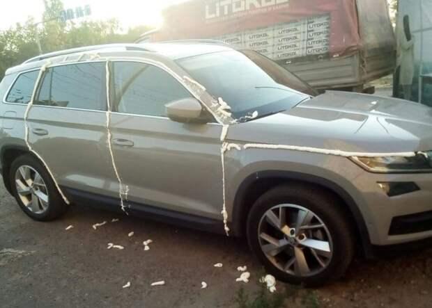 Машина не виновата? 10 прикольных наказаний за наглую парковку: подборка фото
