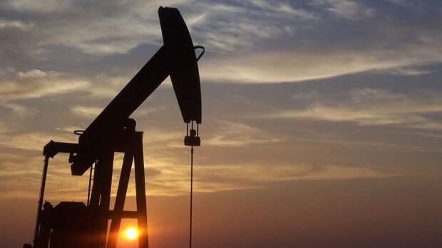 Накопленный в пандемию запас нефти может полностью исчерпаться к лету