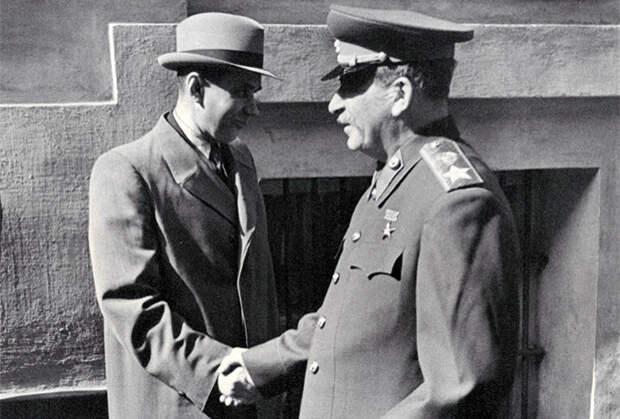 Алексей Косыгин и Иосиф Сталин