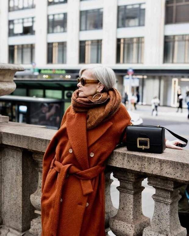 Как одеваются женщины за 60? Как выглядеть здесь и сейчас, стильно и элегантно. Легкие приемы. Подробный разбор