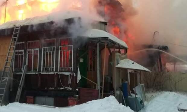 При пожаре в частном доме Подмосковья погибли два человека