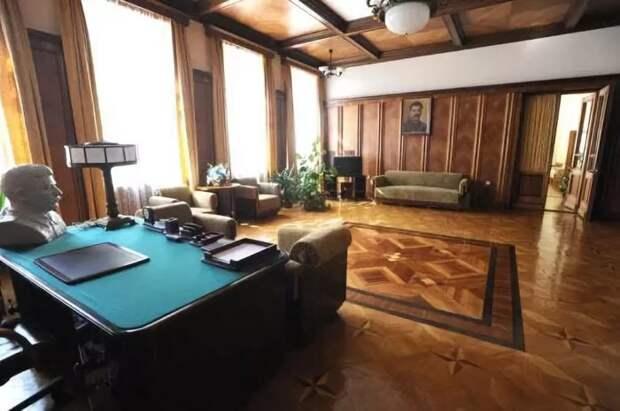 Интерьер кабинета на территории «дальней» дачи, расположенной в парке имения «Семеновское-Отрада» графа Орлова. | Фото:  diletant.media.