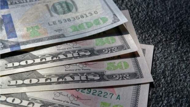 Доллар и евро подешевели на фоне заявлений Путина по международной повестке