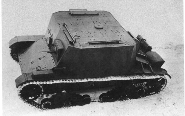 На фото – ТР-4-1 (транспортер боеприпасов). На крыше машины – две лопаты, пила в чехле, и два незаменимых «лайфхака» – лом и приспособление для натяжения гусениц. военная техника, военное, история, много букв, танки, танки СССР, техника, факты