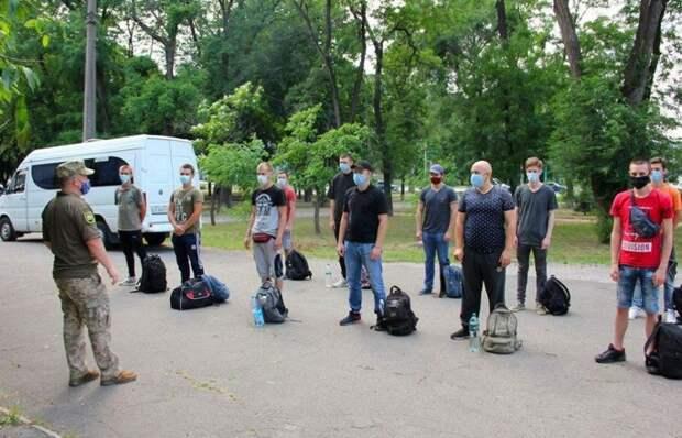 В Мариуполе для службы в Вооружённых силах Украины с натяжкой смогли найти 11 призывников.