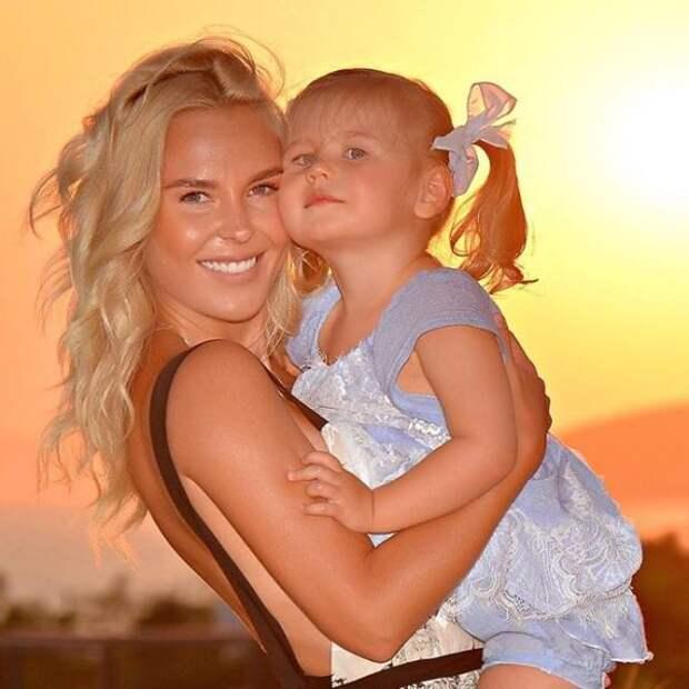 «Красивее меня»: Пелагея похвасталась новыми фото дочери