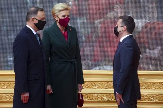 Зеленский без зазрения совести сдаёт Украину полякам