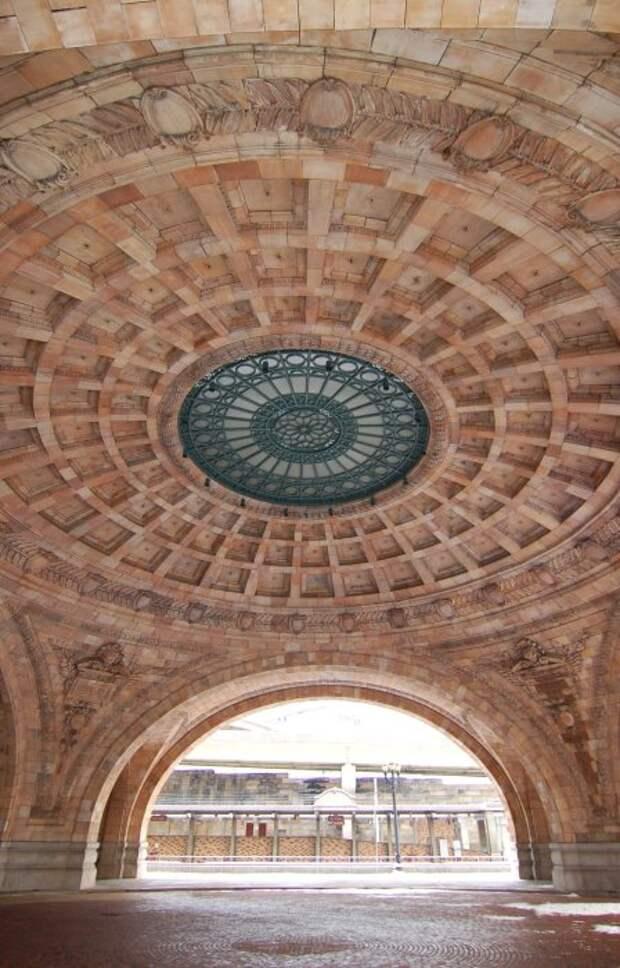 Современный стиль кладки сводчатых сооружений из кирпича.   Фото: fishki.net.