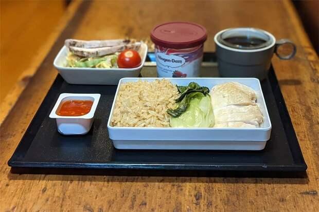 Житель Глазго так соскучился по перелетам, что готовит еду из самолетов дома