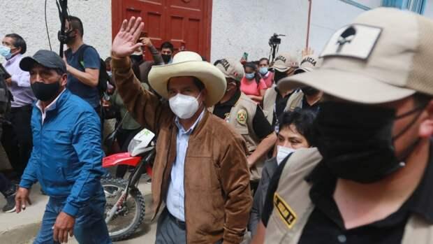 Перуанские политики выводят людей на улицы, чтобы решить исход выборов