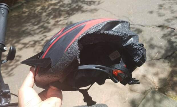 6 людей показали шлемы, которые спасли им жизнь