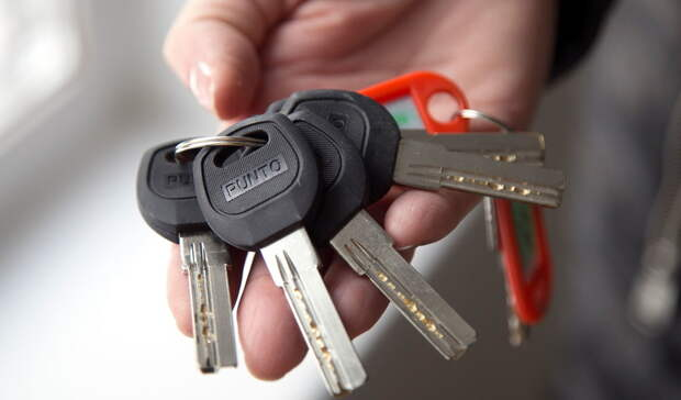 Денис Паслер вручил ключи от автомобилей пяти многодетным семьям Оренбуржья