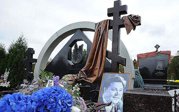 Могила актера на Троекуровском кладбище