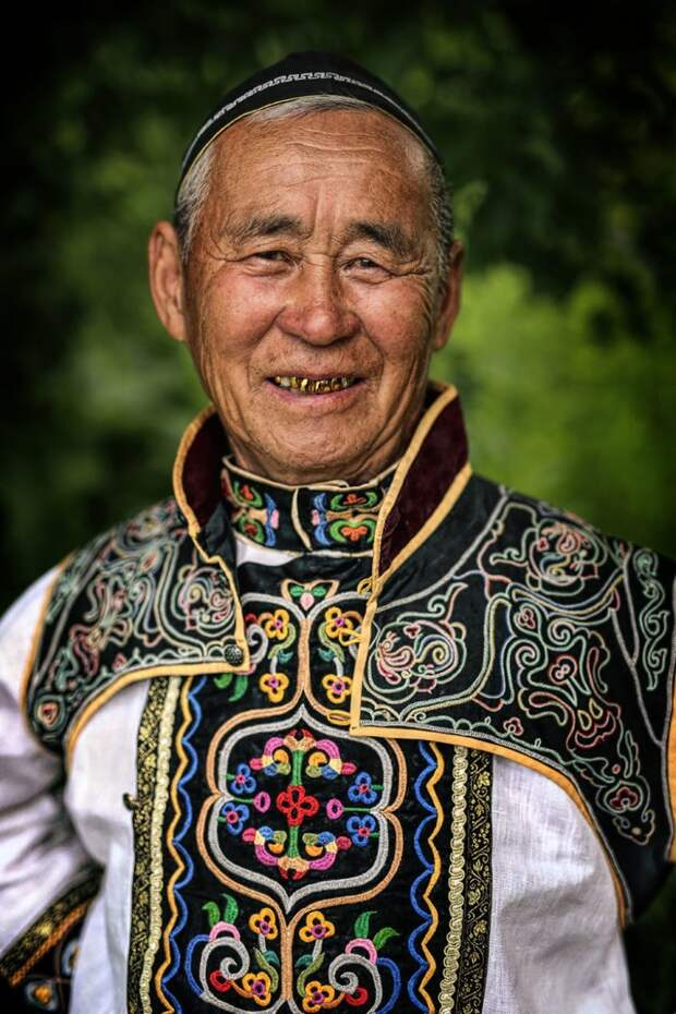 30 портретов коренных жителей Сибири и Монголии