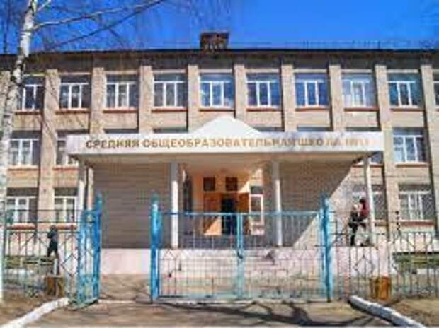 В Краснодаре два школьника, чтобы сбежать с уроков, выпрыгнули со второго этажа