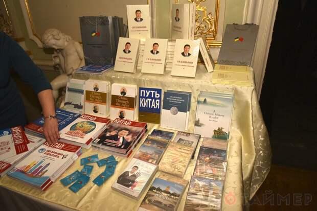 Китайцы на Украине хвастались успехами коммунизма